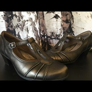 Earth metallic retro inspired wide-width shoes